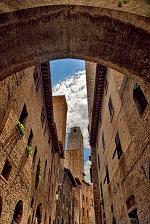 slides/IMG_3430H_1.jpg Italy, Tuscany, San Gimignano, village, medieval, tower, architecture, street, arch, history, sky, cloud IVC17 - San Gimignano - Tuscany - Italy